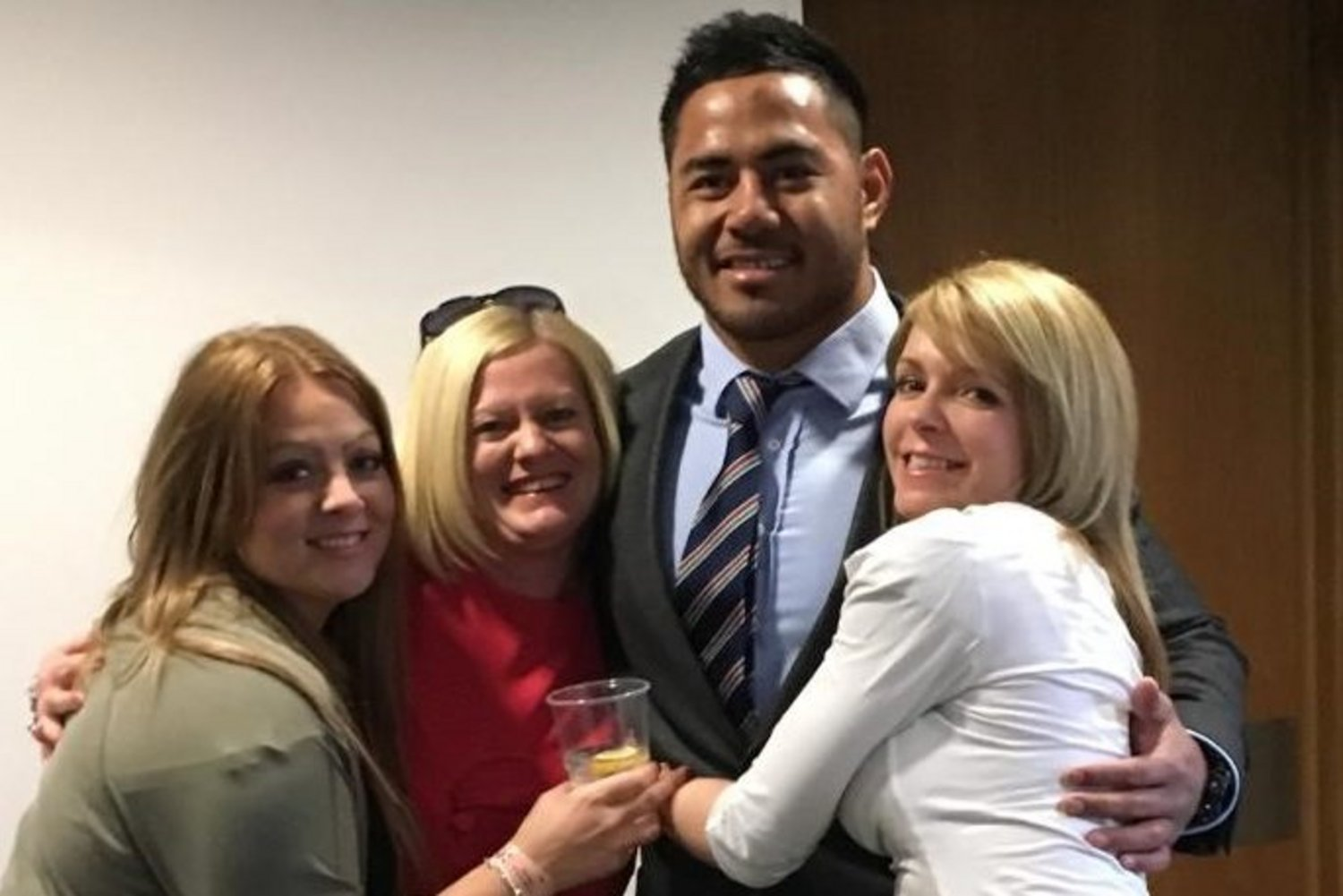 Manu meeting more of the #TigersFamily