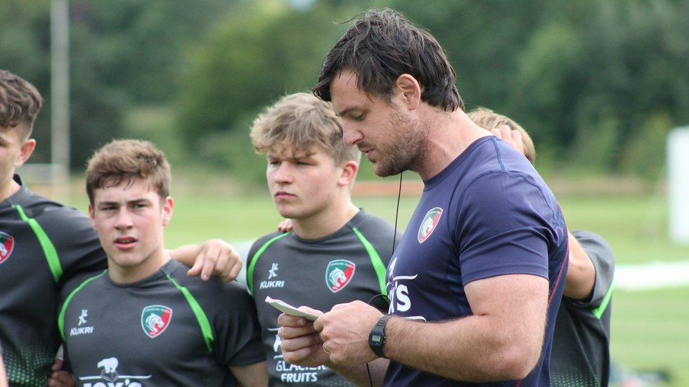 Tigers academy head coach Matt Smith speaking with his players during the 2019/20 pre-season