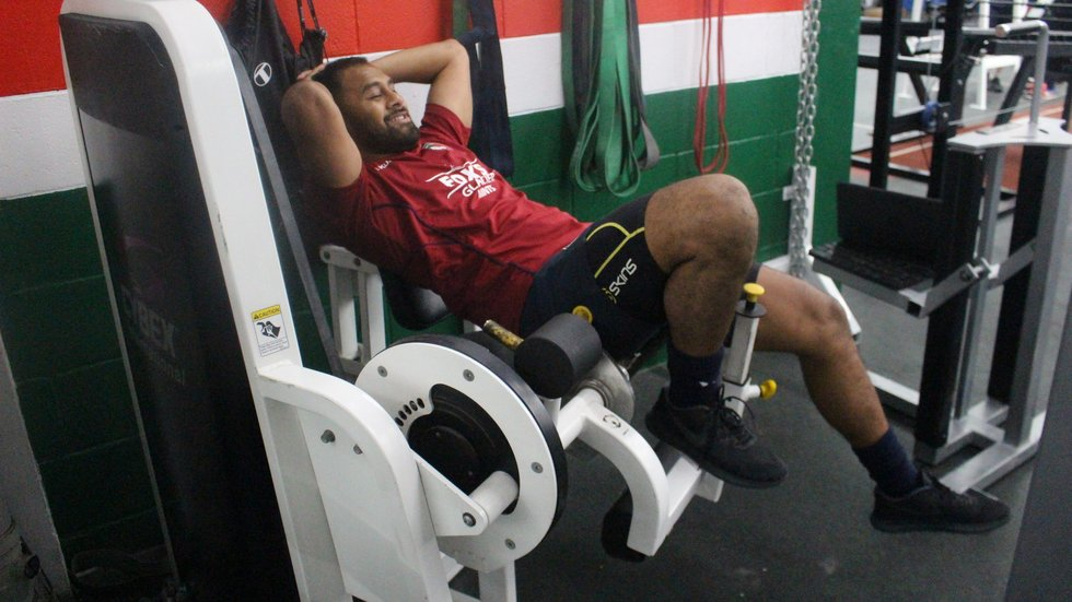 Telusa Veainu doing as backs do best in the gym ... resting.