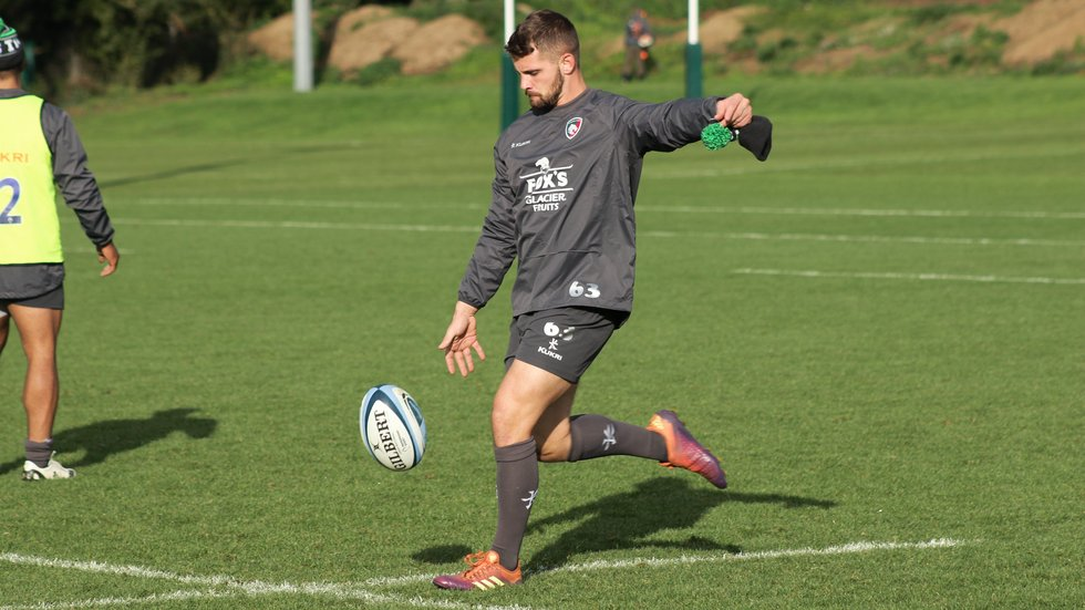 Joe Thomas kicking during a training run at Oval Park