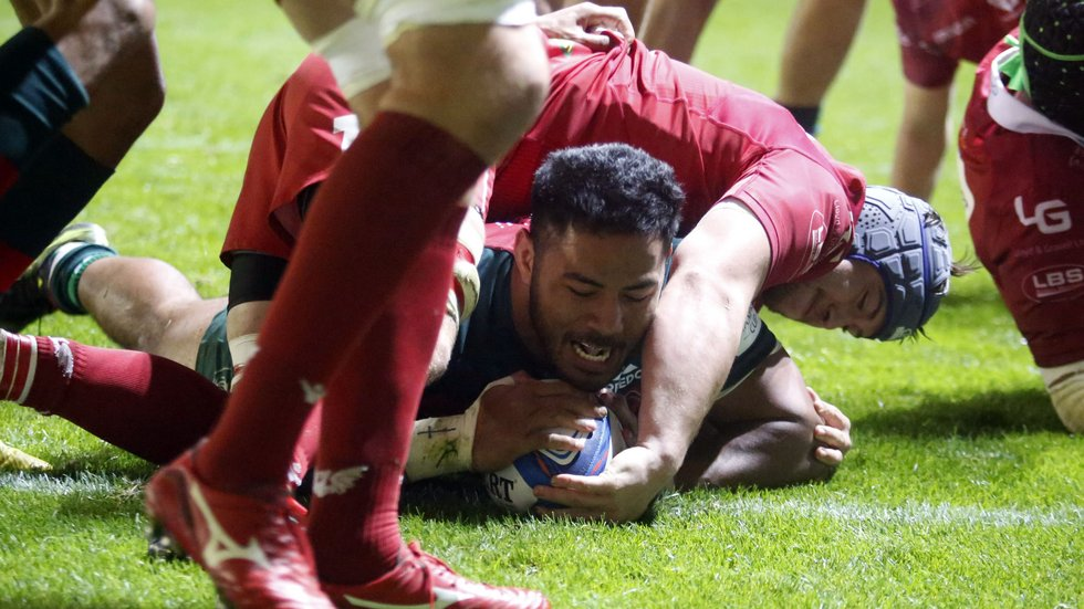 No stopping Manu Tuilagi as he scores in the European win over the Scarlets at Welford Road