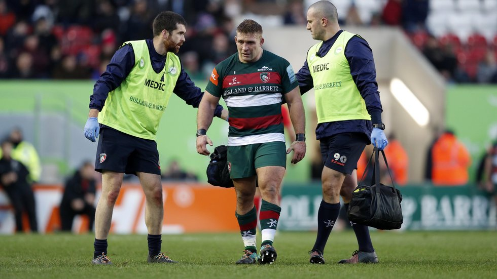 Tom Youngs left the field with a knee injury in the game against Saracens