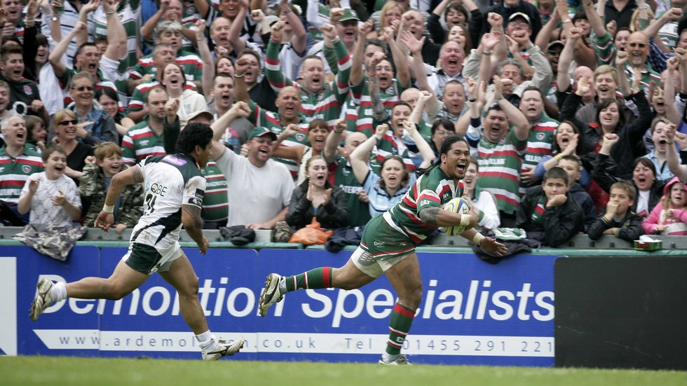 The crowd begins to celebrate as Alesana Tuilagi runs in for a Tigers score