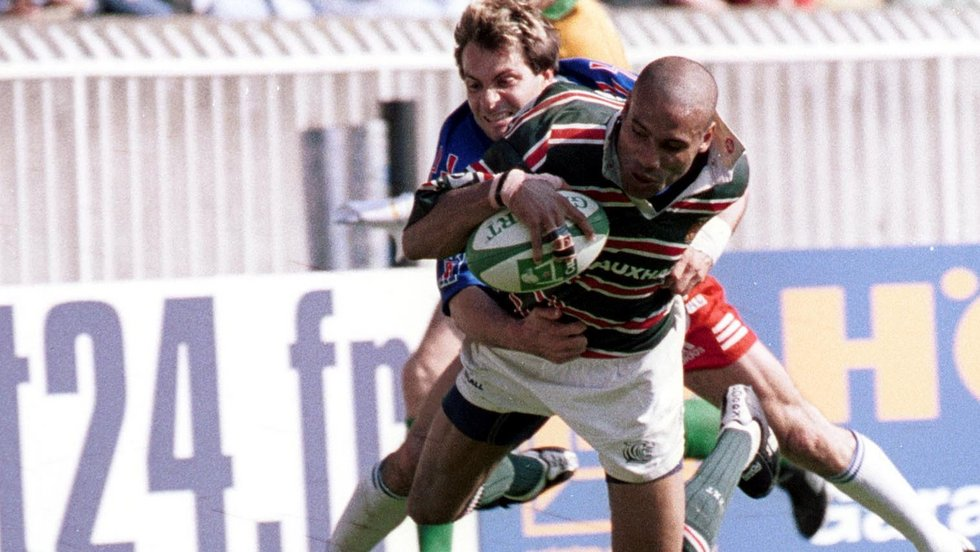 One of the most famous moments in Tigers history as Leon Lloyd rides out the tackle to score