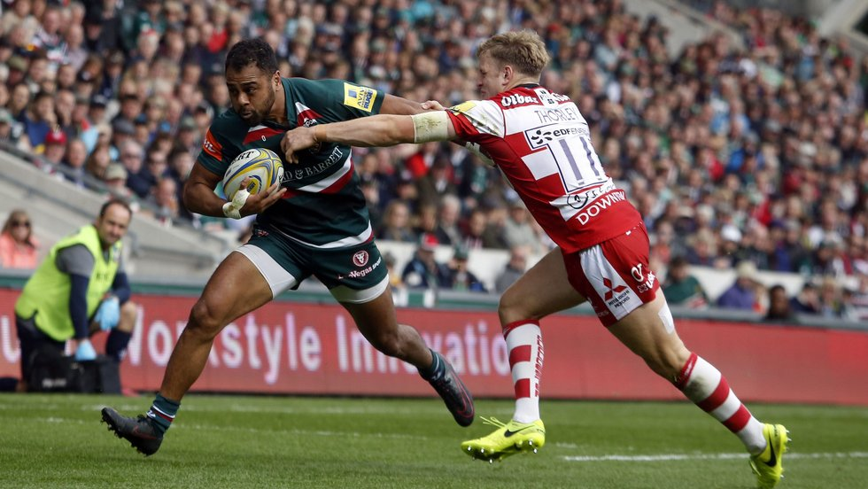 Telusa Veainu tries to escape from the Gloucester defence in the Welford Road meeting this season