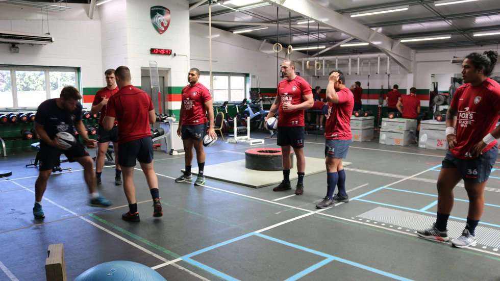 Brett Deacon explains a defensive drill to players in the Tigers gym during pre-season 2018/19.