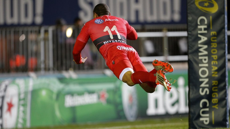 Bryan Habana finishes with a spectacular dive as he scores at Welford Road