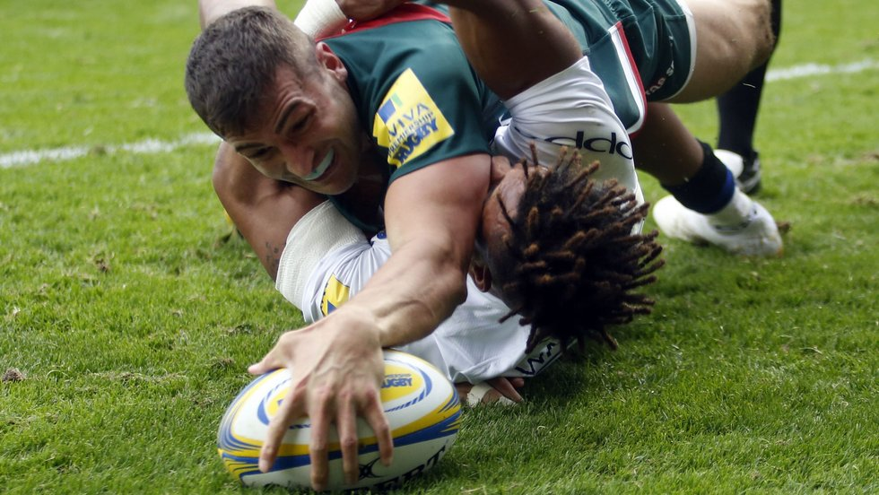 Jonny May reaches out to score his first try for Tigers
