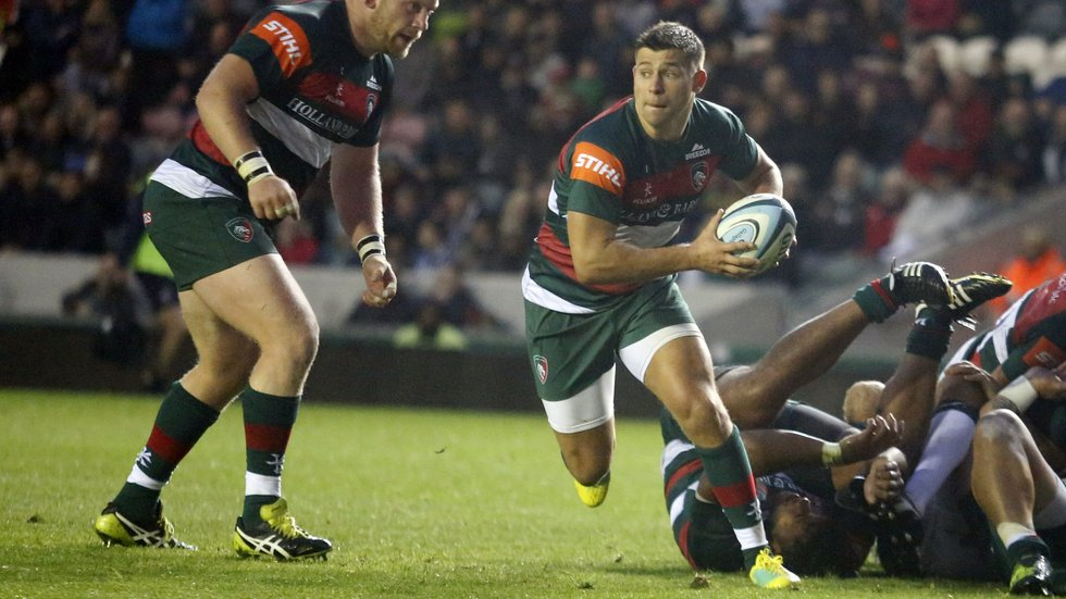 Ben Youngs looks for support runners during the 2018/19 pre-season fixture against London Irish at Welford Road