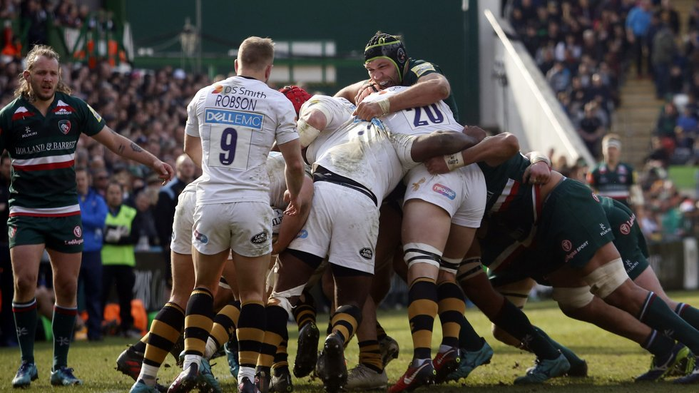 Graham Kitchener stands up to the Wasps forward pack during last season's Welford Road encounter