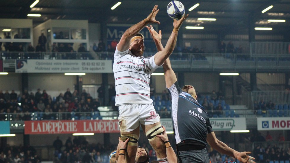 Dom Ryan secures lineout ball for Tigers on a tough night in Castres