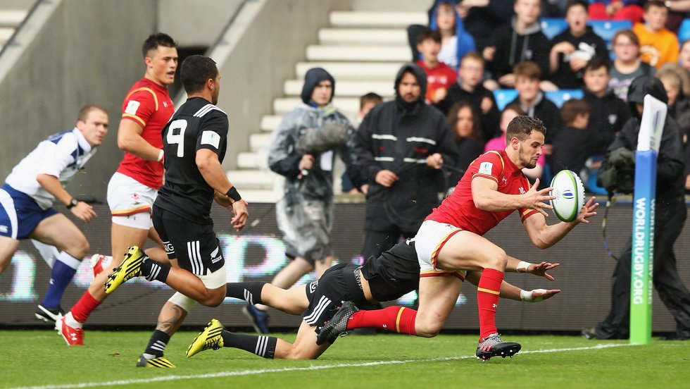 Joe Thomas dots down to score for Wales Under-20s against the Junior All Blacks