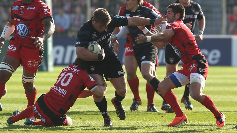Tom Youngs takes on Toulon during the quarter-final encounter in 2013