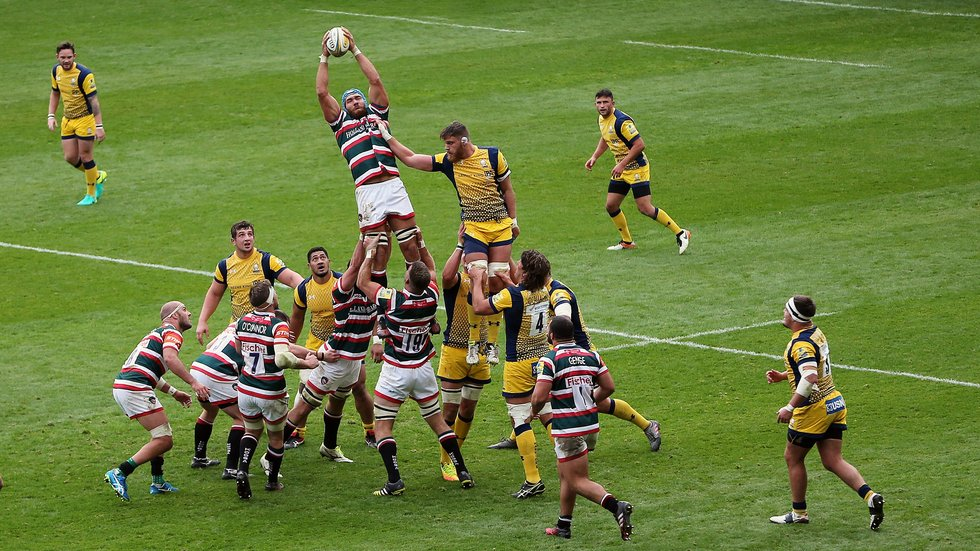 Graham Kitchener in action against former club Worcester in last year's meeting at Welford Road