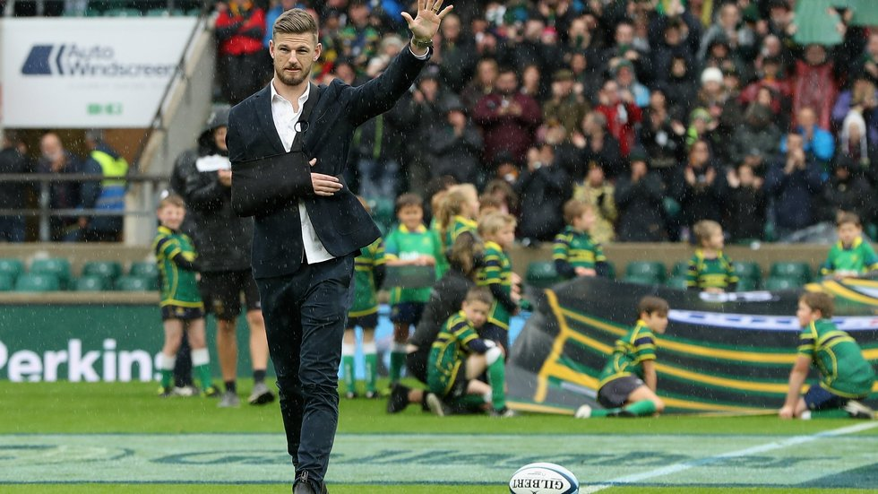 Rob Horne acknowledges the Twickenham crowd after delivering the matchball ahead of kick-off